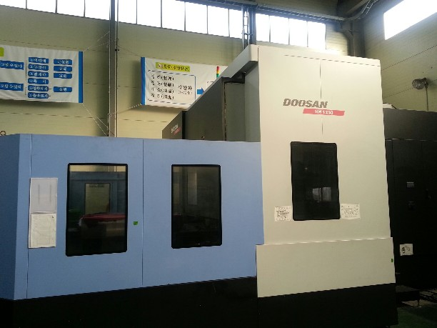 http://www.machinetools247.com/images/machines/13871-Doosan HM-1250.jpg
