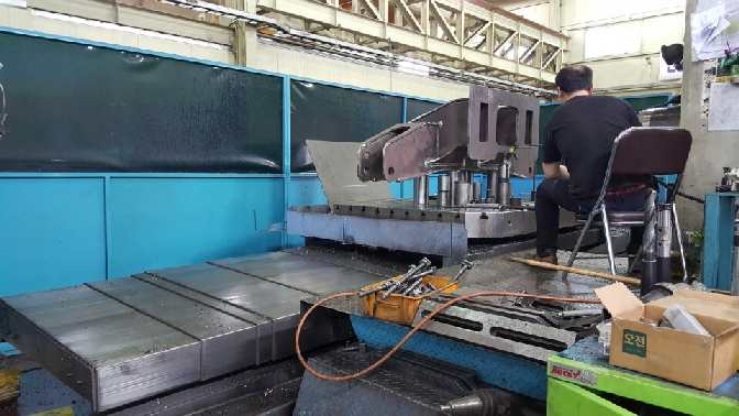 http://www.machinetools247.com/images/machines/15619-Doosan DBC-130 L 2.jpg