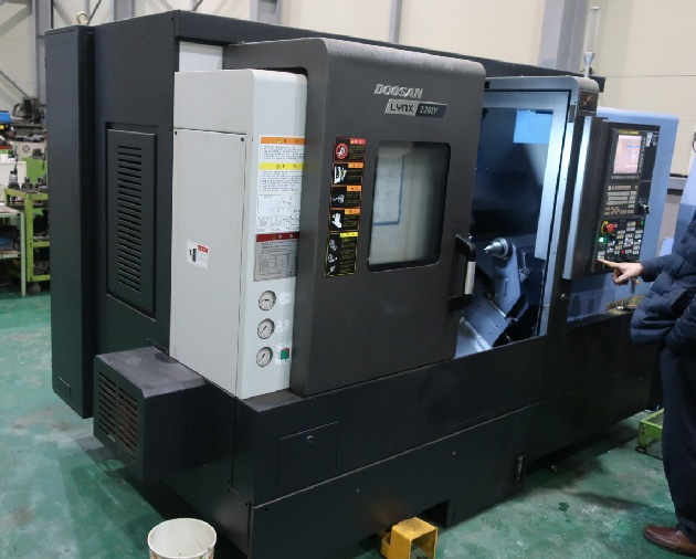 http://www.machinetools247.com/images/machines/15674-Doosan Lynx-220 LYC.jpg