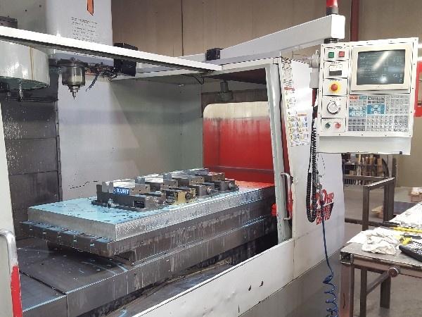 http://www.machinetools247.com/images/machines/16107-Haas VF-6-40 b.jpg
