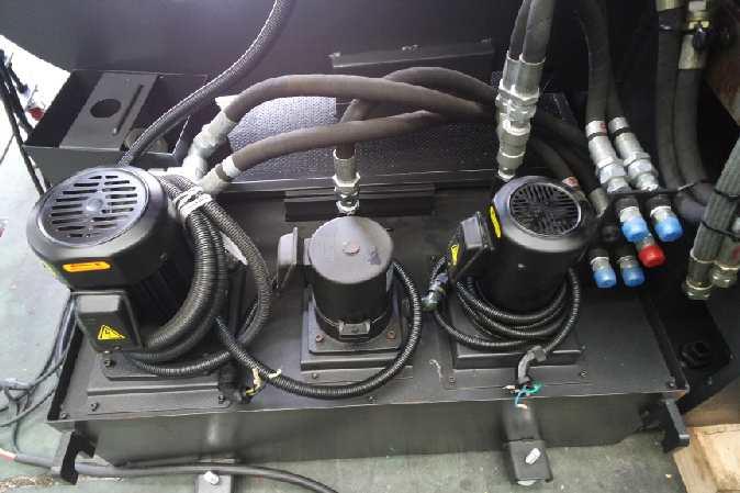 http://www.machinetools247.com/images/machines/16140-Hyundai-Wia LV-450 RM 5.jpg