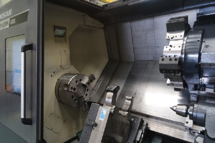 http://www.machinetools247.com/images/machines/16360-Doosan Puma-4100 LB 10.jpg