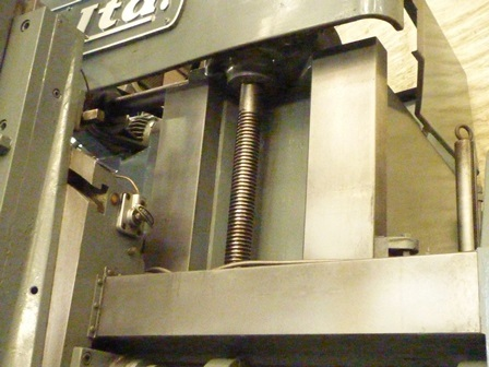 http://www.machinetools247.com/images/machines/16389-O-M Ltd VTL-12 e.jpg