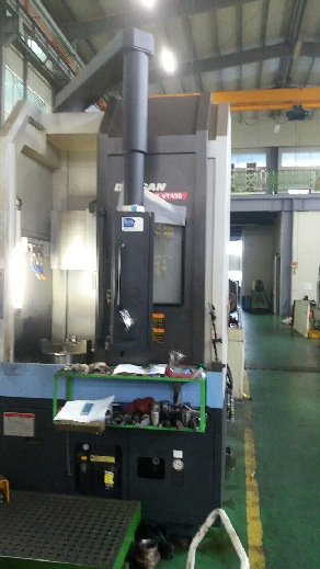 http://www.machinetools247.com/images/machines/16414-Doosan VT-450.jpg