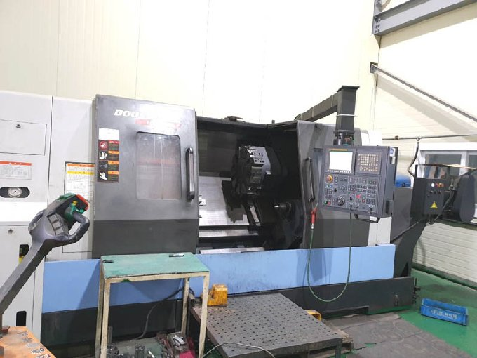 http://www.machinetools247.com/images/machines/16578-Doosan Puma-400 B.jpg